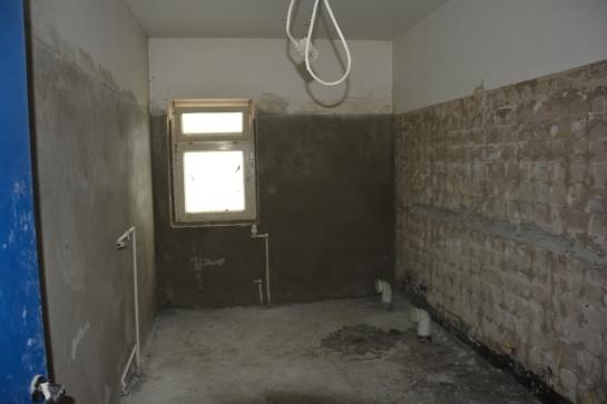 Es folgte der neue Putz für die Wände in den Bädern.