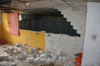 Auch die Wand zum alten Öltank musste weichen...